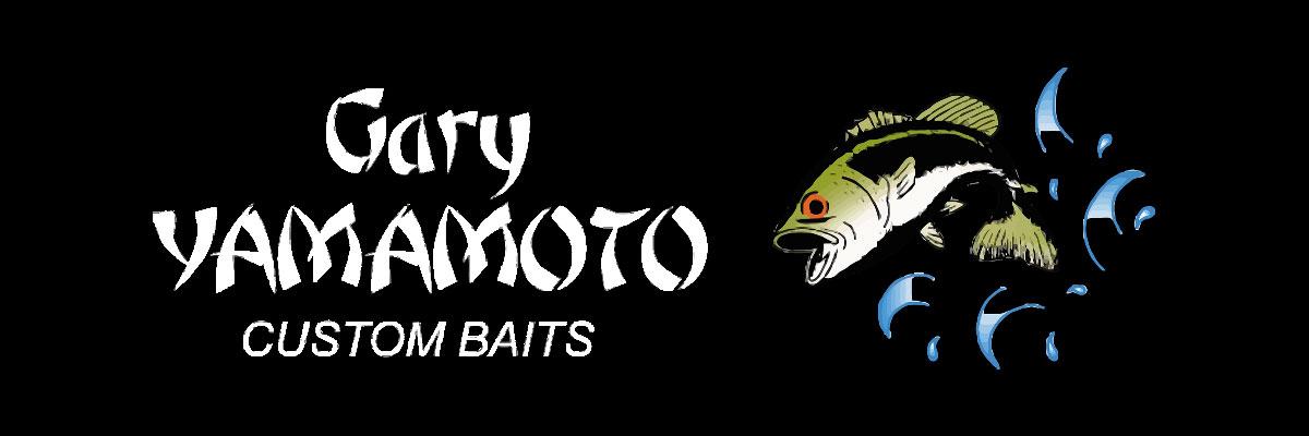 Élevés au rang de légende aux USA et au Japon, les leurres YAMAMOTO ont acquis une notoriété internationale grâce à leur efficacité redoutable sur tous les carnassiers d'eau douce bien sûr, mais aussi sur de nombreux prédateurs marins. L'entreprise Gary YAMAMOTO CUSTOM BAITS développe et produit depuis bientôt trente ans, ce que tout le monde reconnaît unanimement comme ce qui se fait de mieux en matière de leurres souples. En créant de nouveaux procédés d'injection (brevetés) et à l'aide de composants originaux tenus secrets, Gary YAMAMOTO a véritablement révolutionné la conception des leurres souples et marqué l'histoire de la pêche. Il a été le premier à maîtriser l'intégration de sel au coeur de ses leurres pour en augmenter la densité et la saveur tout en préservant cette souplesse qui les caractérise. Fort d'une longue et solide expérience halieutique, Gary YAMAMOTO conçoit des leurres qui sont de véritables machines à pêcher et qui vous feront prendre plus de poissons.